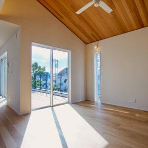 藤沢市鵠沼松が岡2丁目 4棟プロジェクト リビングには大きな窓