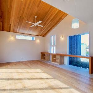 藤沢市鵠沼松が岡2丁目 4棟プロジェクト 明かりが差し込む広い部屋