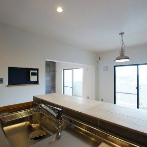 鎌倉由比ガ浜のリノベーションキッチンからの眺め